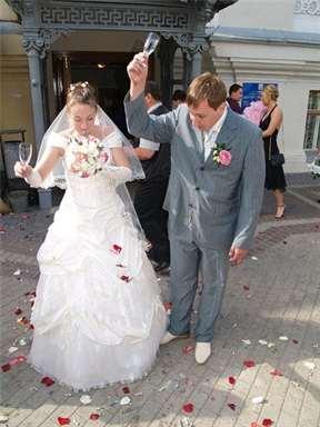К чему разбивается бокал свадебный после свадьбы