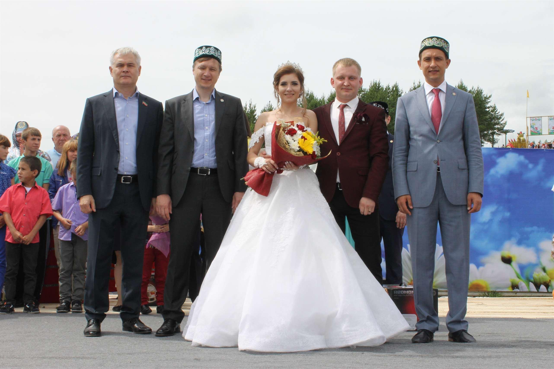 где знакомятся родители жениха и невесты